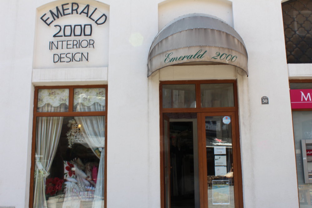 Despre Emerald 2000